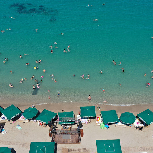 Russian tourists return to sunny Turkish beaches