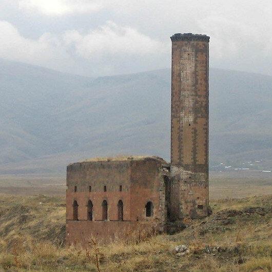 تواصل أعمال التنقيب الأثرية حول أول جامع تركي في الأناضول