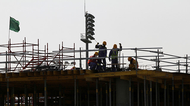 Migrant labourers work at a construction site at the Aspire Zone in Doha, Qatar, March 26, 2016. REUTERS/Naseem Zeitoon/File Photo