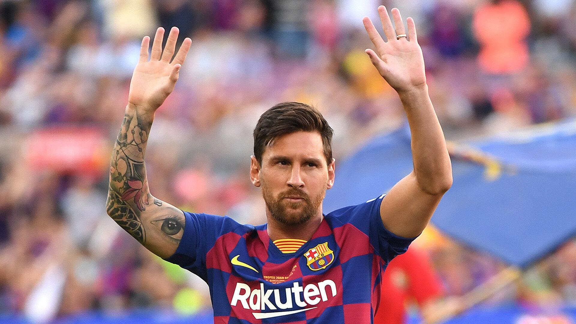 Barcelona Kulübüne 25 Ağustos'ta avukatlık bürosu aracılığıyla faks göndererek ayrılma talebini ileten Messi, takımın hazırlık kapı öncesinde 30 Ağustos'ta yaptığı sağlık kontrolüne ve şimdiye kadar gerçekleştirilen antrenmanlara katılmadı.