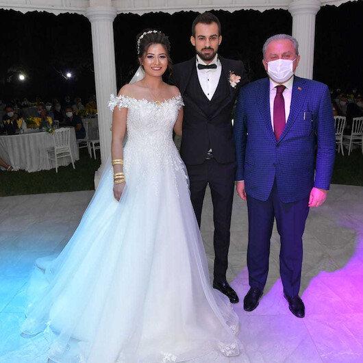 TBMM Başkanı Mustafa Şentop'tan vefa örneği: Düğünlerine katılarak mutluluklar diledi
