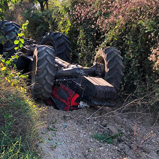Sakarya'da tarım işçilerini taşıyan traktör fındık tarlasına devrildi: Çok sayıda yaralı var