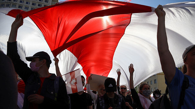 Opposition supporters carry a historical white-red-white flag of Belarus as they take part in a rally against police brutality following protests to reject the presidential election results in Minsk, Belarus September 13, 2020. Tut.By via REUTERS REUTERS