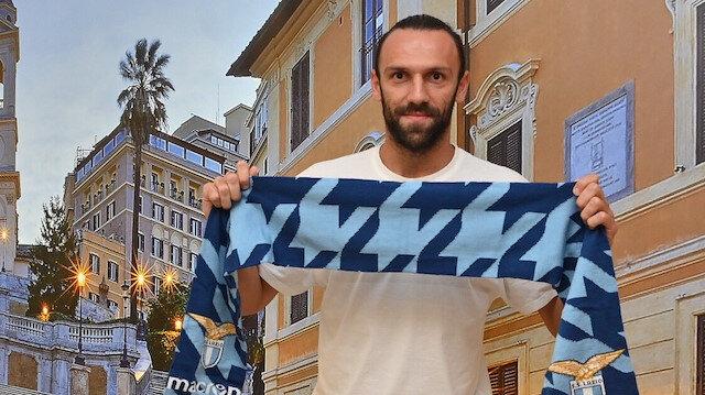 Vedat Muriqi, Lazio atkısıyla poz verdi.