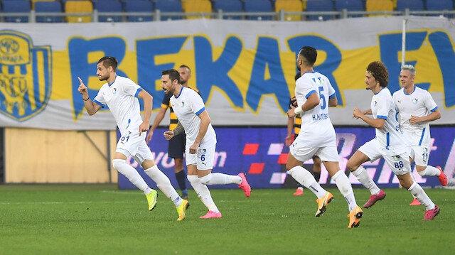 Erzurumsporlu oyuncuların gol sevinci