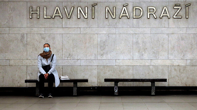 FILE PHOTO: A commuter wearing a protective mask waits for a subway train in Prague, as the Czech government bans all passengers without face protection from the public transport to slow the spread of the coronavirus disease (COVID-19), Czech Republic, September 1, 2020. REUTERS/David W Cerny/File Photo