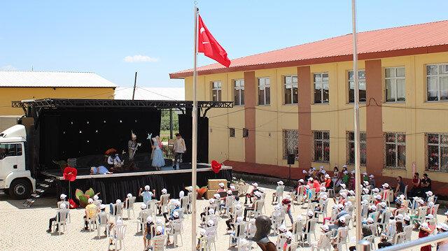 تركيا: 12 ألف طفل يحضرون عروضًا مسرحية لأول مرة