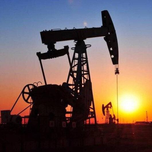 """إعصار """"سالي"""" وانخفاض المخزونات يعززان مكاسب النفط"""