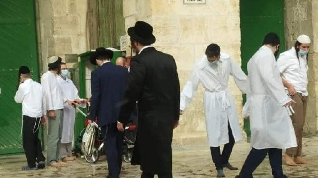 Dozens of Israeli settlers storm Al-Aqsa complex