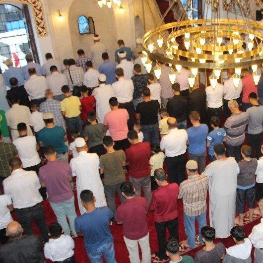 Kazaya kalan namazlar cemaatle kılınabilir mi?