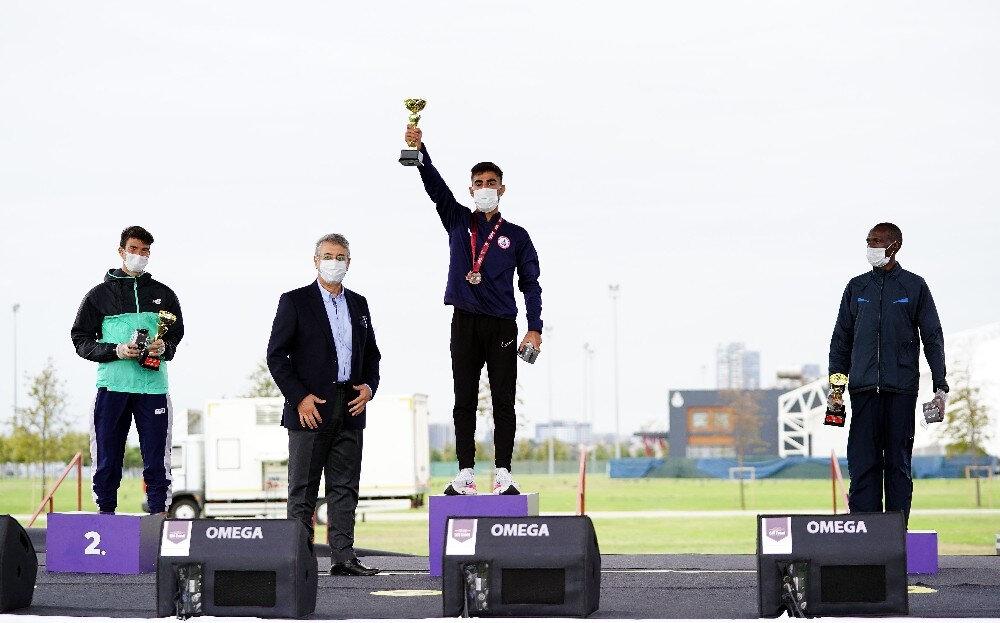 Maratonun kazananları ödüllerini aldı.