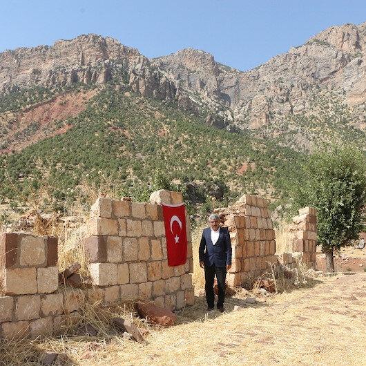Şırnak'ta PKK'nın 6'sı çocuk 2'si hamile 12 yakınını katlettiği eve 33 yıldır Türk bayrağı asıyor