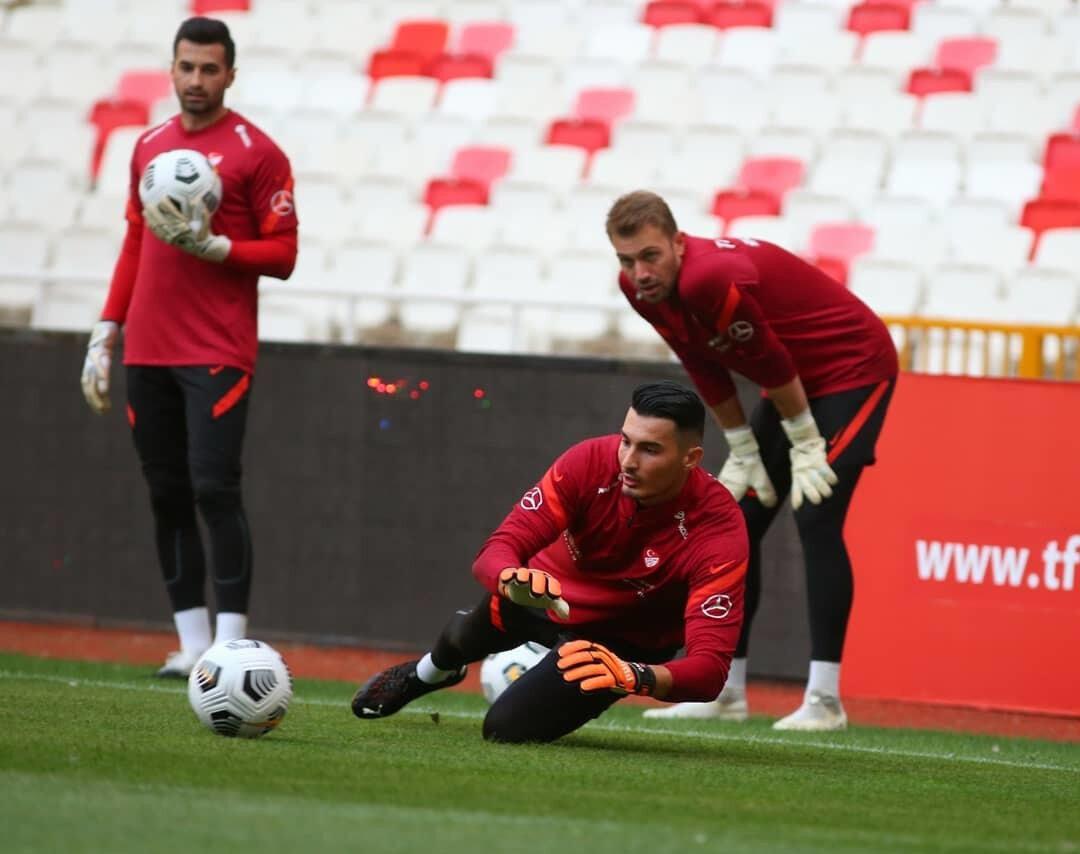 Uğurcan Çakır aynı zamanda A Milli Futbol Takımı'nın da kalesini koruyor.