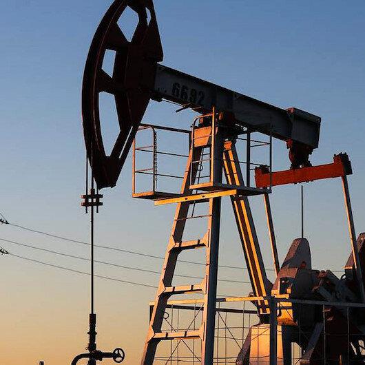 أسعار النفط تتراجع مدفوعة بزيادة مخزونات الخام الأمريكية