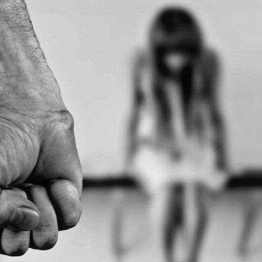 فرنسا.. أساور إلكترونية لرصد الرجال العنيفين مع المرأة