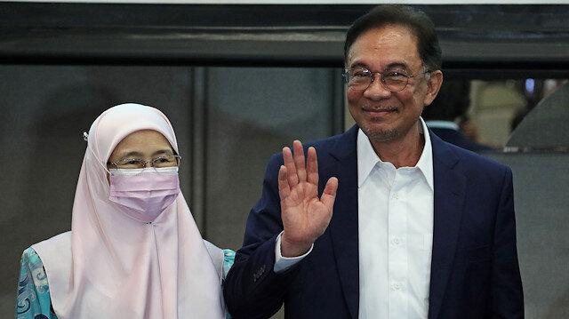 Malaysia opposition leader Anwar Ibrahim and his wife Wan Azizah Wan Ismail