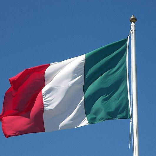 فرنسا ترفض وإيطاليا تسمح لسفينة مهاجرين بالرسو بموانئها