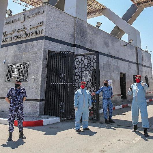 """""""صحة"""" غزة تجري فحوصات كورونا للمسافرين عبر """"رفح"""""""