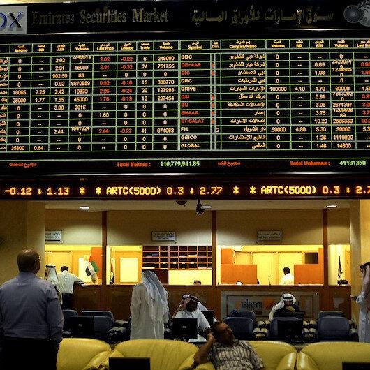 دبي تقود تراجع معظم أسواق الخليج مع هبوط أسعار الخام