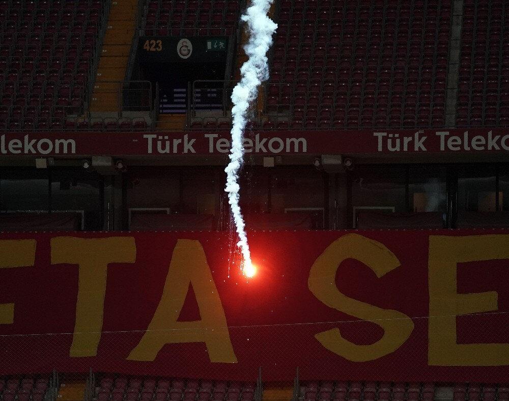 Galatasaray'ın meşale olayıyla ilgili ceza alabileceği konuşuluyor.