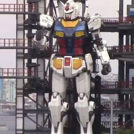 Giant robot moving in Japan harbor entrances millions on Twitter
