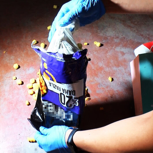 Cips paketinden bir kilo 100 gram eroin çıktı: Koku almasını engellemek için koymuşlar