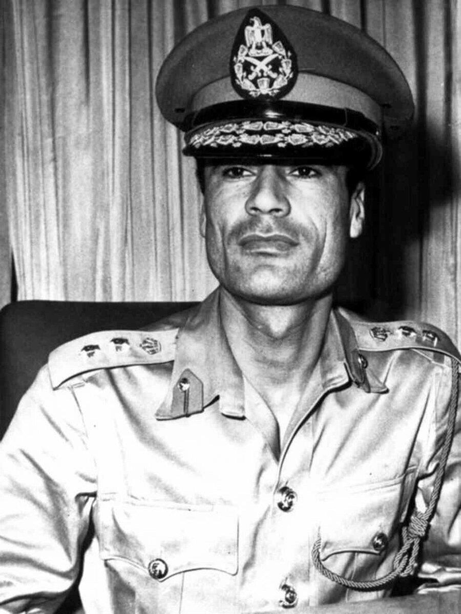Kaddafi, akademiden mezun olduğunda kafasında tek bir şey vardı: Libya'daki monarşiyi devirmek!