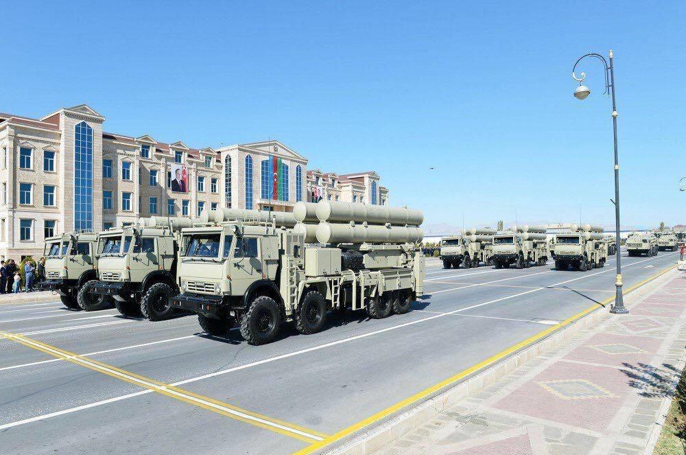 Azerbaycan Ordusu envanterinde bulunan Roketsan TR-300 KASIRGA Topçu Roketleri.