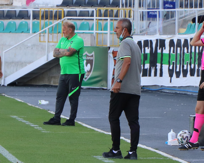 Teknik direktörler İsmail Kartal ile Prosinecki, mücadeleyi heyecan içerisinde takip etti.
