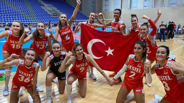 كرة طائرة: فتيات تركيا تحت 17 يتأهلن لنهائي بطولة أوروبا