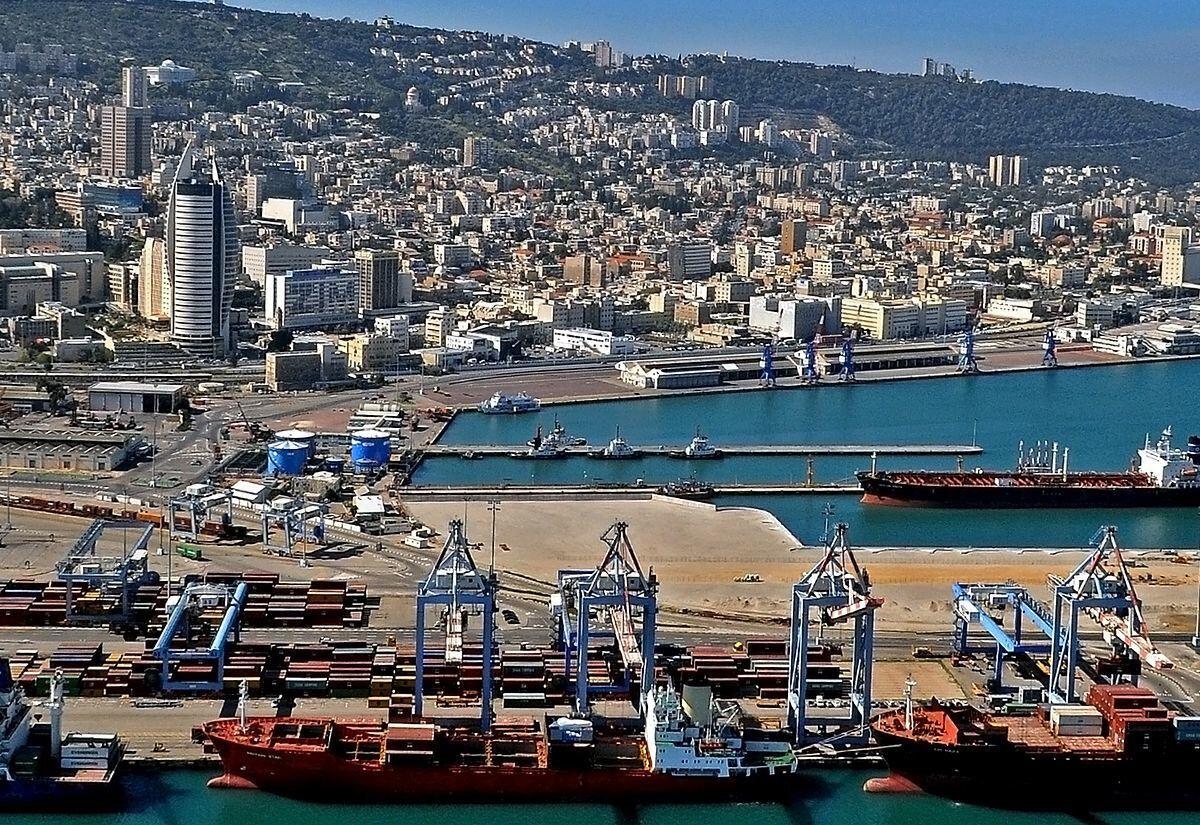 BAE'den yola çıkan ilk yük gemisinin 12 Ekim Pazartesi günü Hayfa Limanı'na ulaşacağı belirtildi.