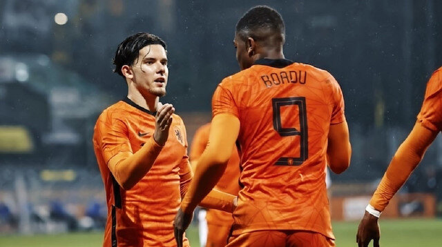 Ferdi attı <br>Hollanda farka gitti