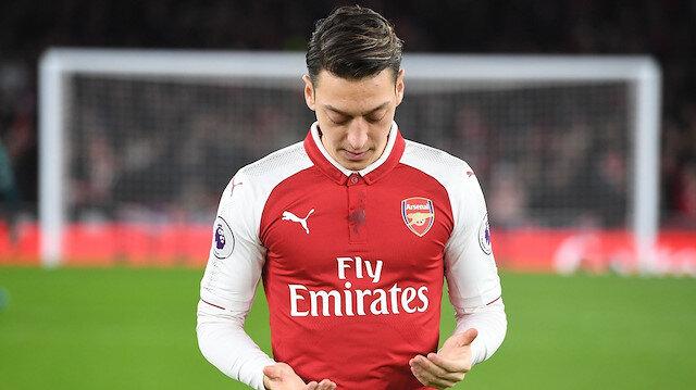 Mesut Özil, Arsenal'de son günlerde kadroya girememiş ve bu durum İngiliz medyasında tartışma konusu olmuştu.