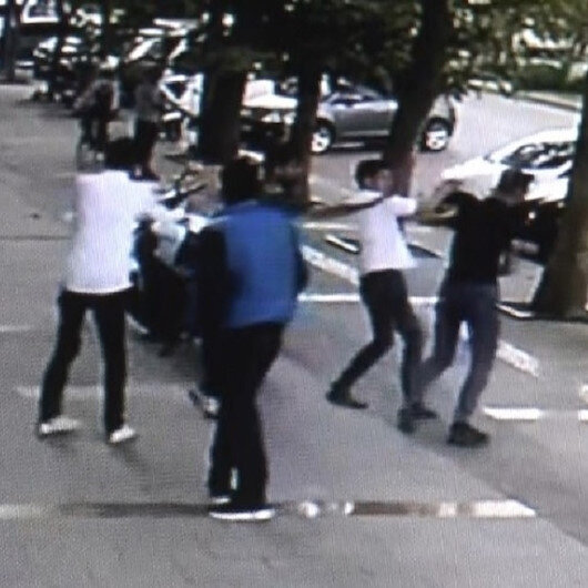 CHP'li gençlik kolları başkanı ile liseliler grubu birbirine girdi: Bıçakların konuştuğu kavgada 6 kişi yaralandı