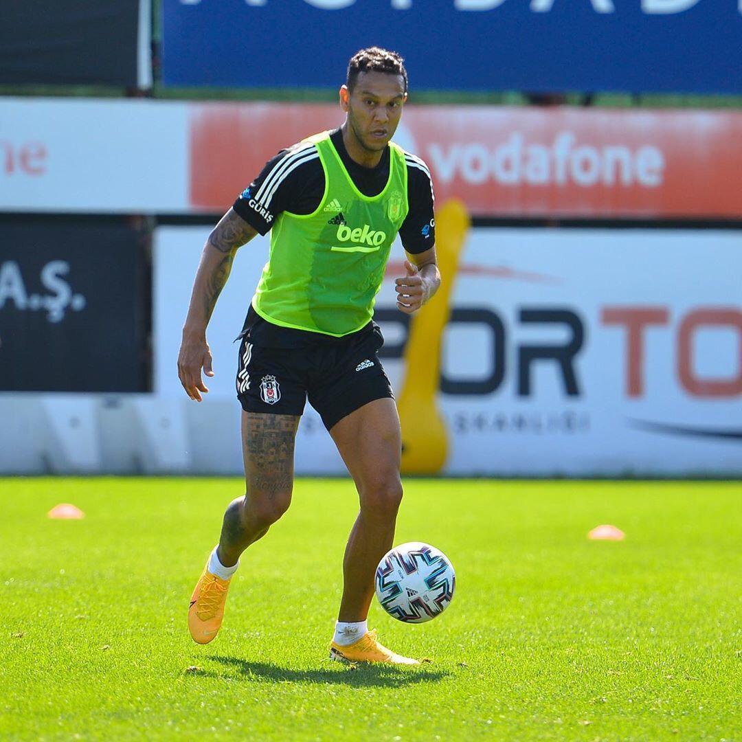 Josef, çalışmalarına devam ediyor.