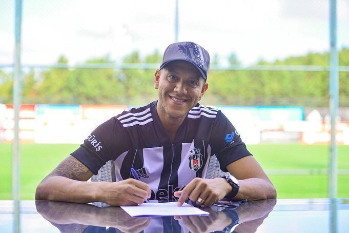 Josef, bir yılı opsiyonlu olmak üzere iki yıllık sözleşme imzaladı.