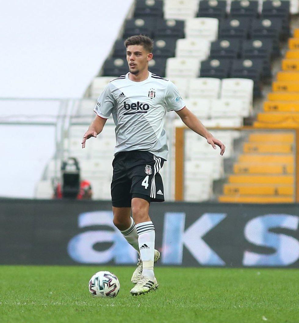 Montero, siyah-beyazlı formayla 2 resmi maça çıktı.