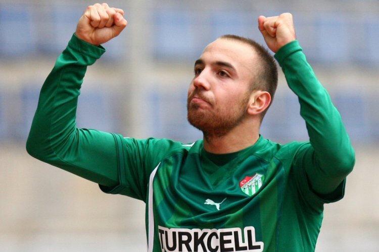 Bursaspor formasıyla toplamda çıktığı 175 maçta 38 gol atarken, 17 de asist yaptı.
