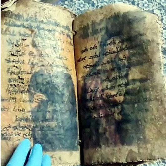 Bir milyon dolara satılacaktı: Ceylan derisine İbranice el yazısıyla işlenmiş İncil ele geçirildi
