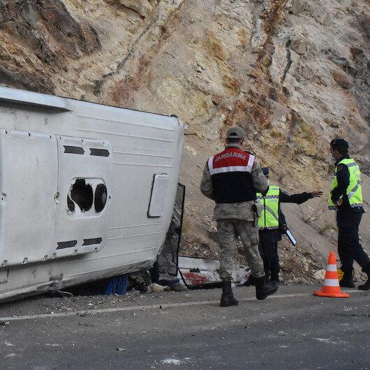 Sivas'ta işçi servisi kaza yaptı: Çok sayıda yaralı var