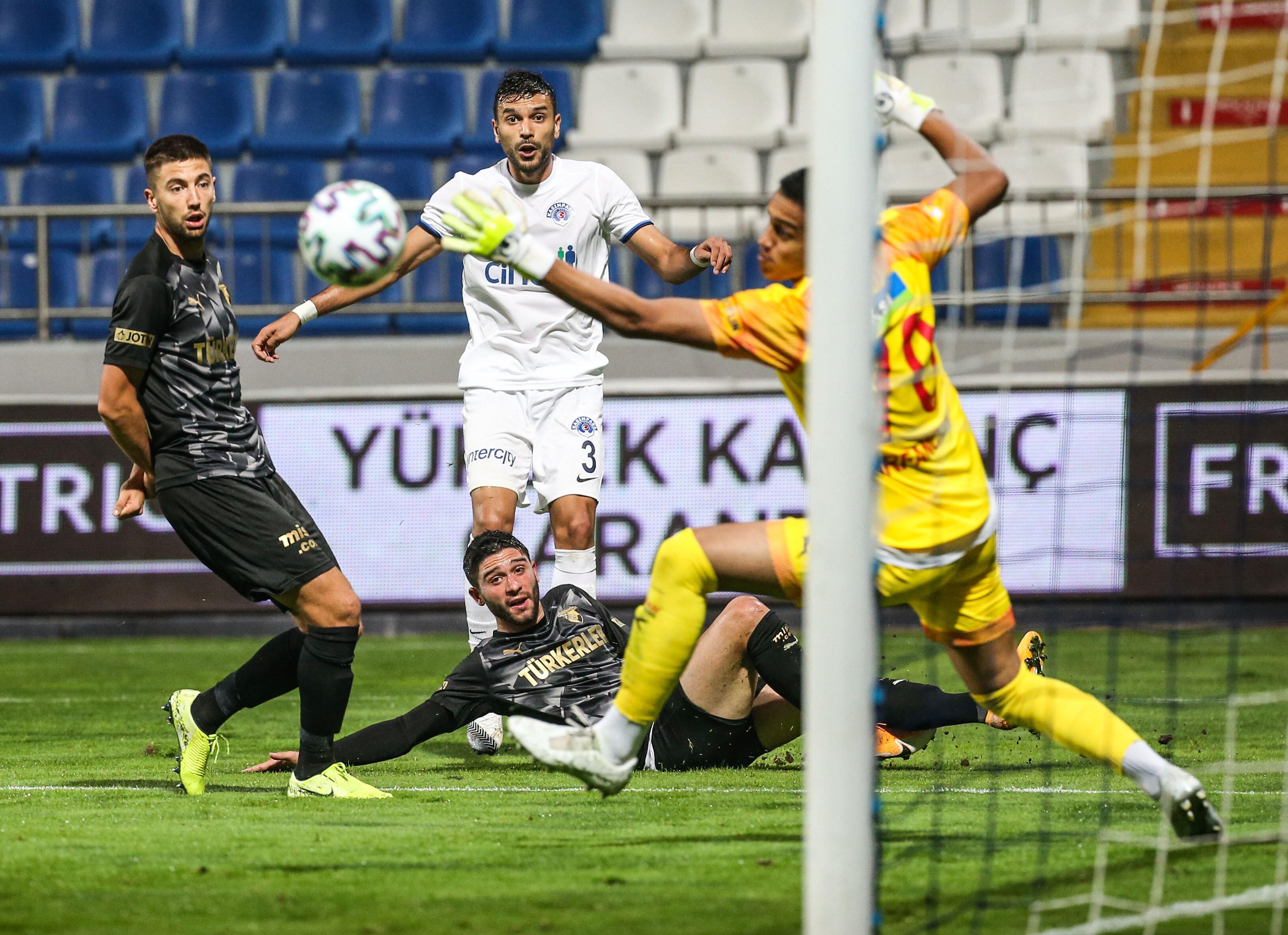 İrfan Can Eğribayat, Kasımpaşa maçında yaptığı kurtarışlarla kalesini gole kapattı.