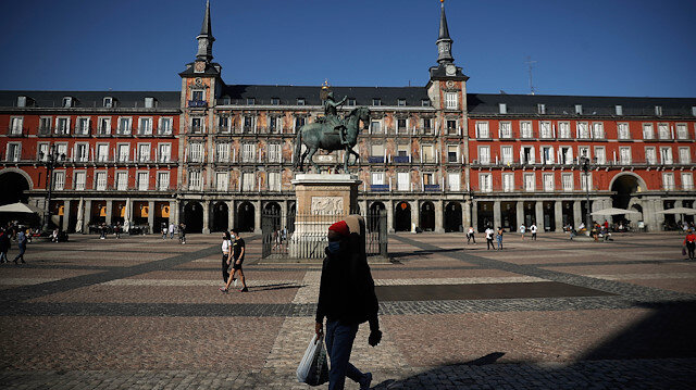 Spain's government to decree COVID-19 state of emergency, tighten controls