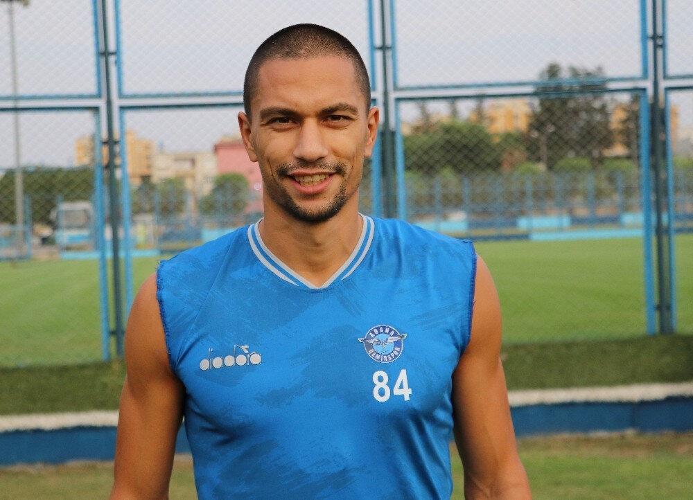Gökhan İnler, Adana Demirspor formasıyla 4 maça çıktı.