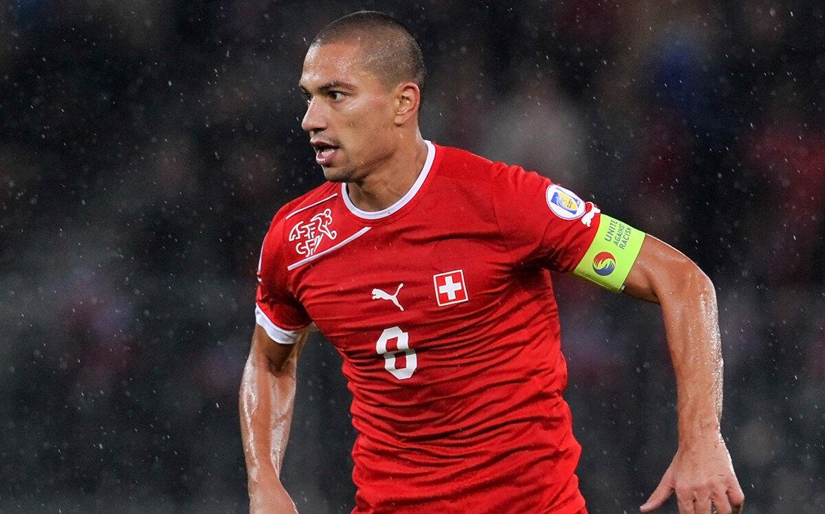 İsviçre Milli Takımı'nda kaptanlık yaptı.