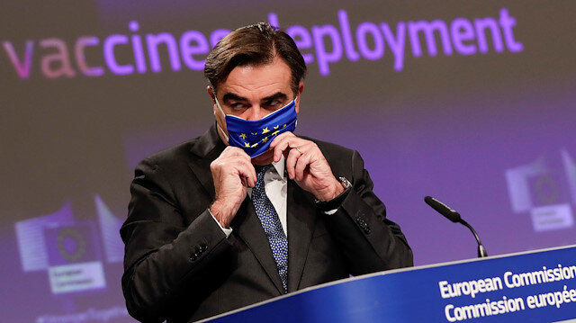 FILE PHOTO: European Commissioner for Promoting our European Way of Life Margaritis Schinas gives a press conference on EU Coronavirus Vaccination Strategy in Brussels, Belgium, October 15, 2020. Olivier Hoslet/Pool via REUTERS/File Photo
