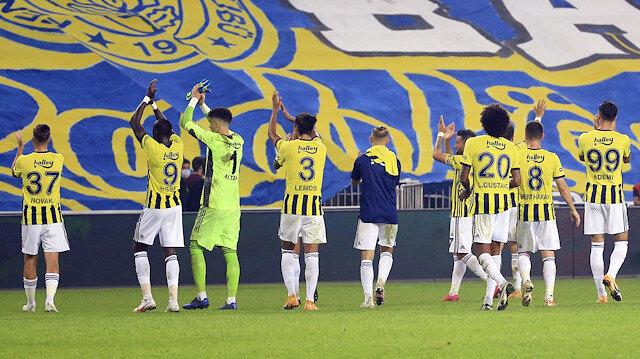 Fenerbahçeli futbolcuların Trabzonspor maçı sonrasında yaşadığı sevinç.