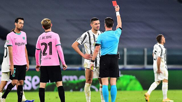 Merih Demiral Juventus-Barcelona maçında kırmızı kart gördü