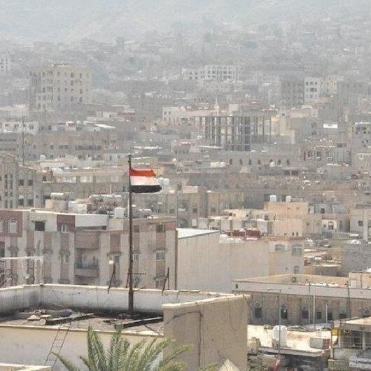 اليمن.. مئات المحتجين بتعز ينددون بإساءة ماكرون للإسلام