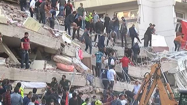 İzmir Bayraklı'da enkaz altında kalanları kurtarma çalışmaları sürüyor: Vatandaşlar da seferber oldu