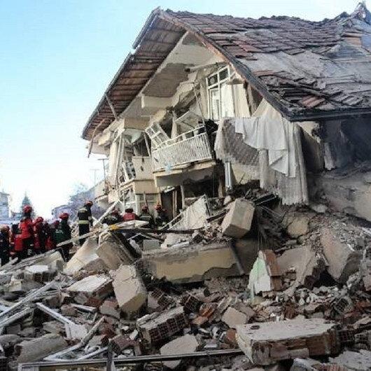 مصرع 4 أشخاص في زلزال إزمير